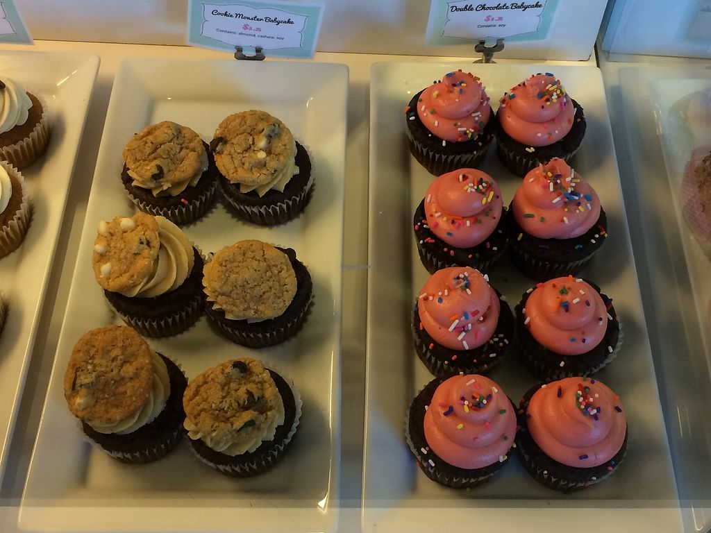 "Photo of Petunia's Pies and Pastries  by <a href=""/members/profile/Mdrutz"">Mdrutz</a> <br/> Many  cupcake options  <br/> October 15, 2017  - <a href='/contact/abuse/image/37248/315386'>Report</a>"