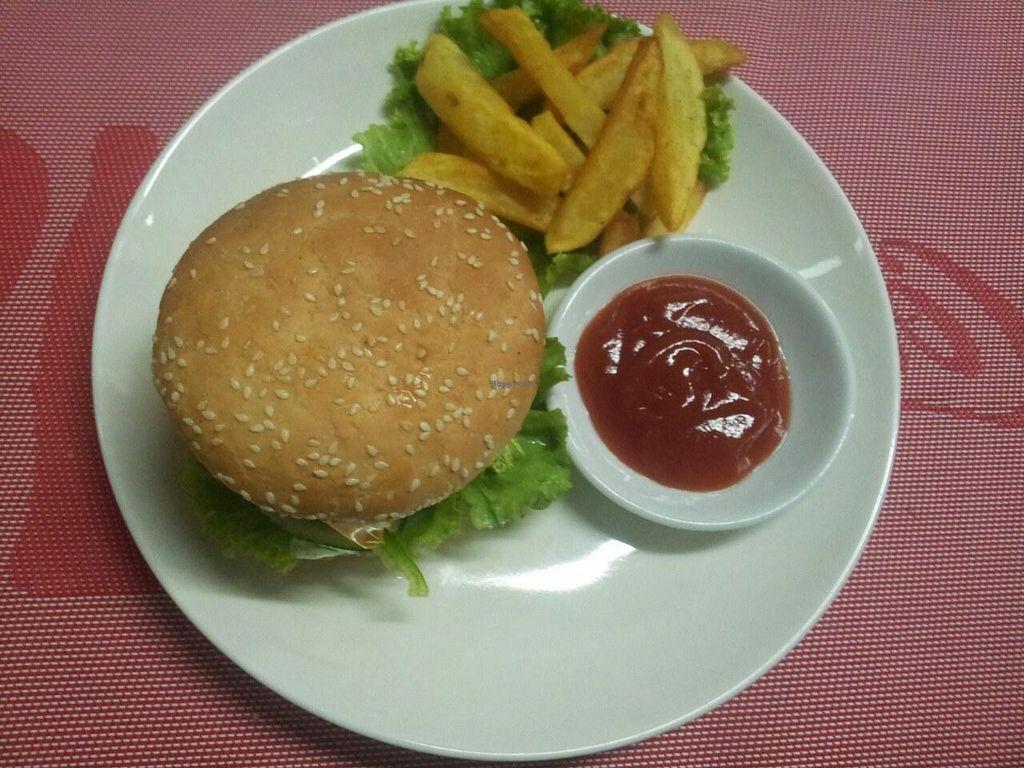 "Photo of Coriander  by <a href=""/members/profile/RangaRanga"">RangaRanga</a> <br/>vegetable burger <br/> June 29, 2014  - <a href='/contact/abuse/image/37374/72960'>Report</a>"