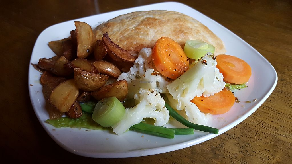"""Photo of The Gardener's Arms  by <a href=""""/members/profile/VeganAnnaS"""">VeganAnnaS</a> <br/>Mushroom pie <br/> May 21, 2017  - <a href='/contact/abuse/image/3753/261095'>Report</a>"""