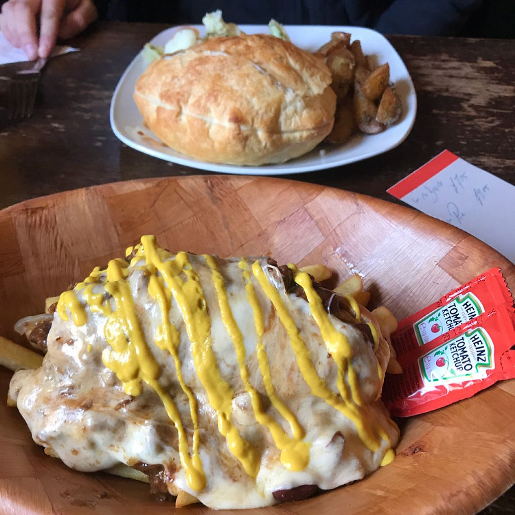 """Photo of The Gardener's Arms  by <a href=""""/members/profile/PaulFroy"""">PaulFroy</a> <br/>Chilli Dog with Cheese and Mushroom Pie <br/> June 6, 2017  - <a href='/contact/abuse/image/3753/266366'>Report</a>"""