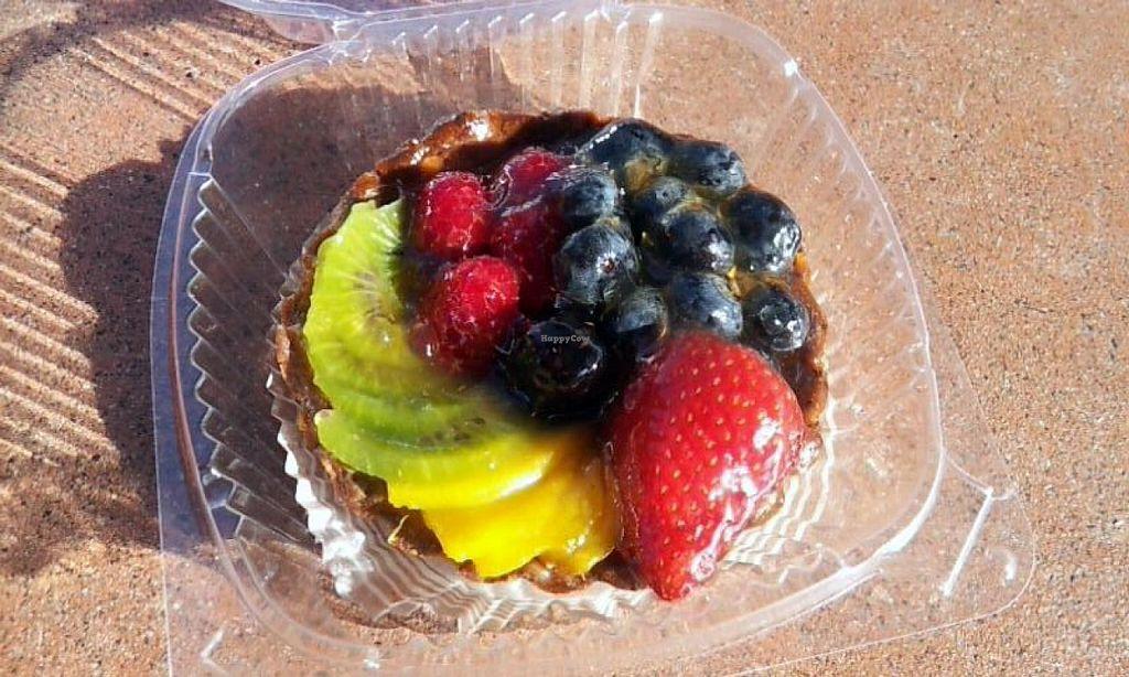 Photo of Par Amour  by Navegante <br/>June 2014 (Vegan fruit tart) <br/> June 18, 2014  - <a href='/contact/abuse/image/37724/72256'>Report</a>