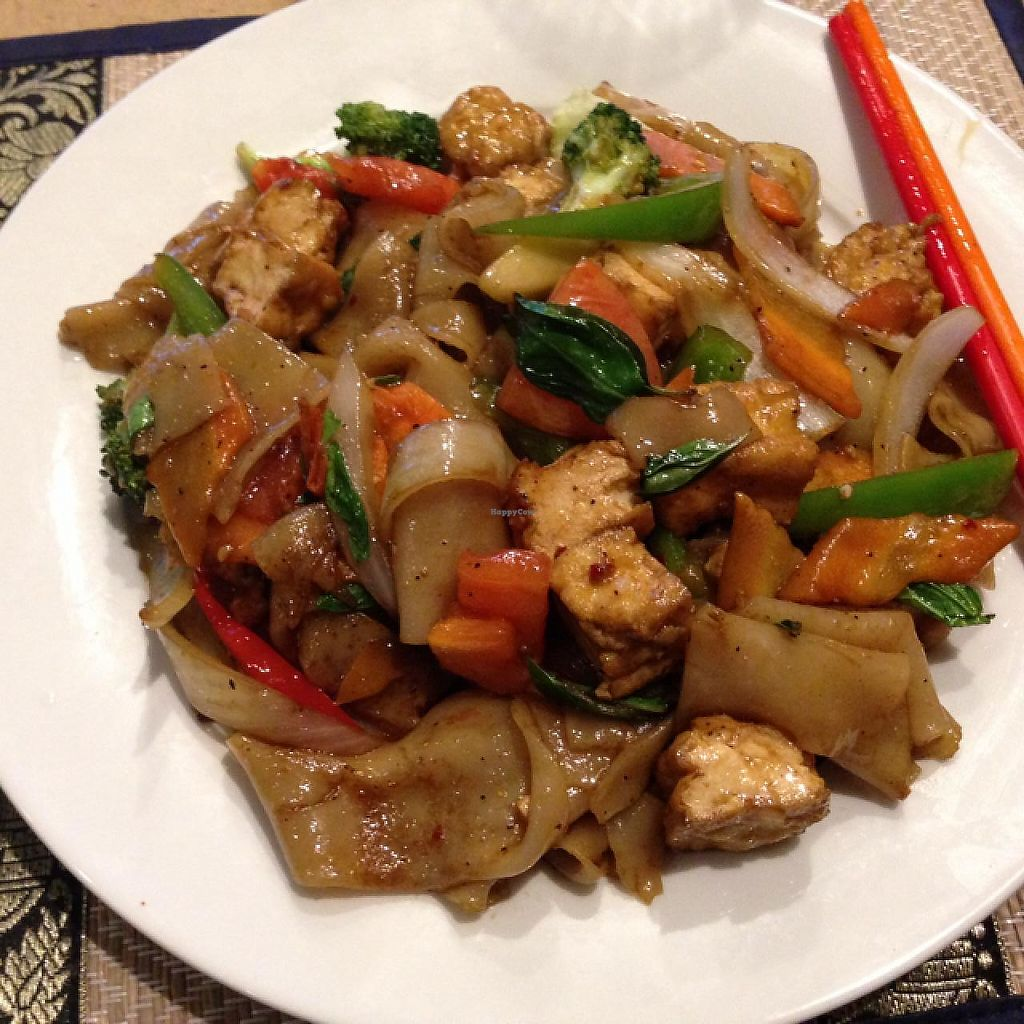 "Photo of Tippy's Thai Cafe  by <a href=""/members/profile/veggoodness"">veggoodness</a> <br/>drunken noodles w tofu, no egg or fish sauce  <br/> December 27, 2013  - <a href='/contact/abuse/image/37840/227558'>Report</a>"