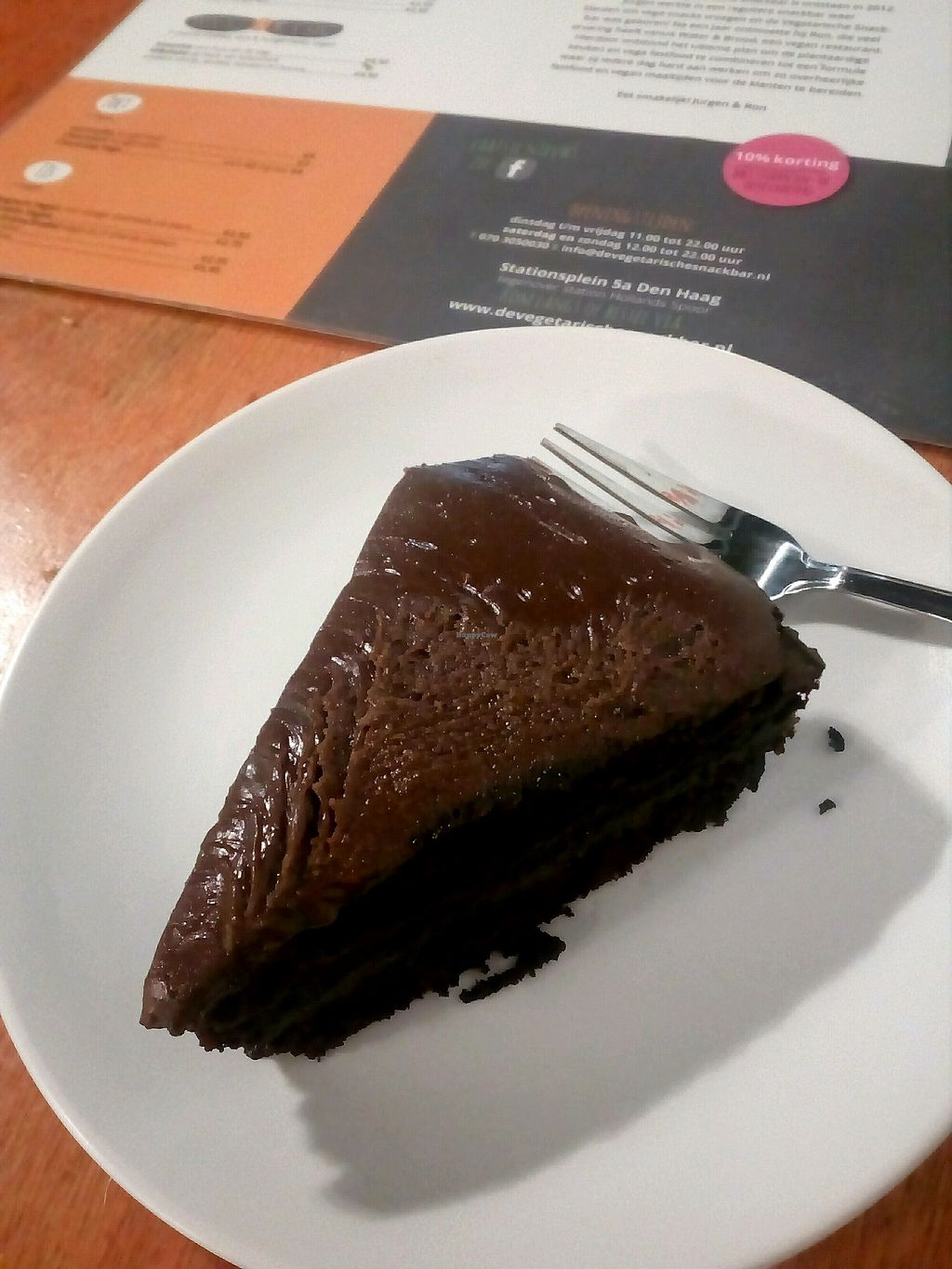 """Photo of De Vegetarische Snackbar  by <a href=""""/members/profile/wyrd"""">wyrd</a> <br/>vegan chocolate cake <br/> September 25, 2017  - <a href='/contact/abuse/image/37902/308458'>Report</a>"""