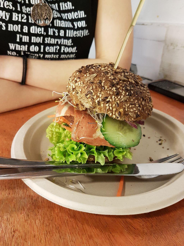 "Photo of De Vegetarische Snackbar  by <a href=""/members/profile/Liesbeth"">Liesbeth</a> <br/>Bacon burger <br/> March 15, 2018  - <a href='/contact/abuse/image/37902/370901'>Report</a>"