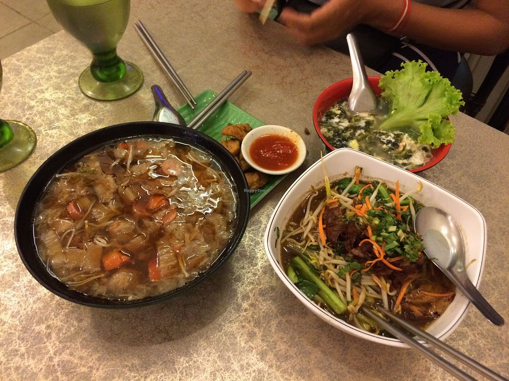 "Photo of Surn Yi Mei Shi Guan  by <a href=""/members/profile/Lennaert"">Lennaert</a> <br/>Selection of dishes we ordered <br/> September 6, 2015  - <a href='/contact/abuse/image/3793/116614'>Report</a>"