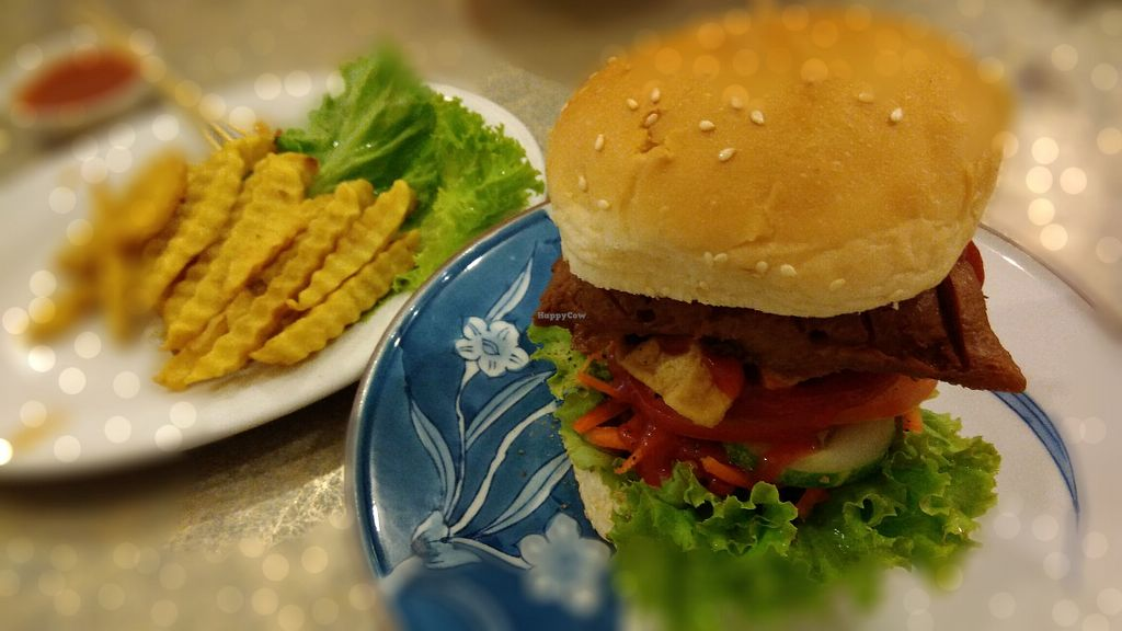 "Photo of Surn Yi Mei Shi Guan  by <a href=""/members/profile/ChoyYuen"">ChoyYuen</a> <br/>Vegan burger and fries <br/> May 4, 2018  - <a href='/contact/abuse/image/3793/394961'>Report</a>"