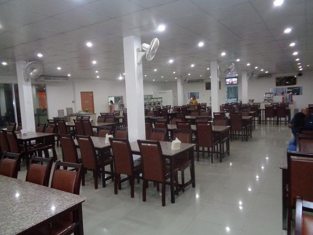 """Photo of Indian Chimney  by <a href=""""/members/profile/Kelly%20Kelly"""">Kelly Kelly</a> <br/>Lots of seating.   Plus a large back room for private parties <br/> January 2, 2015  - <a href='/contact/abuse/image/38231/89282'>Report</a>"""