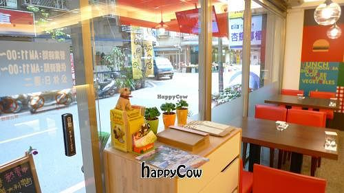 """Photo of Casa Mia Cafe  by <a href=""""/members/profile/stanchang"""">stanchang</a> <br/>Dining environment <br/> May 4, 2013  - <a href='/contact/abuse/image/38328/47775'>Report</a>"""