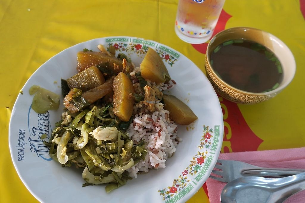 "Photo of Bun Song  by <a href=""/members/profile/parakitch"">parakitch</a> <br/>rice and 2 kinds of food come with soup. 40thb <br/> November 23, 2016  - <a href='/contact/abuse/image/38503/193407'>Report</a>"