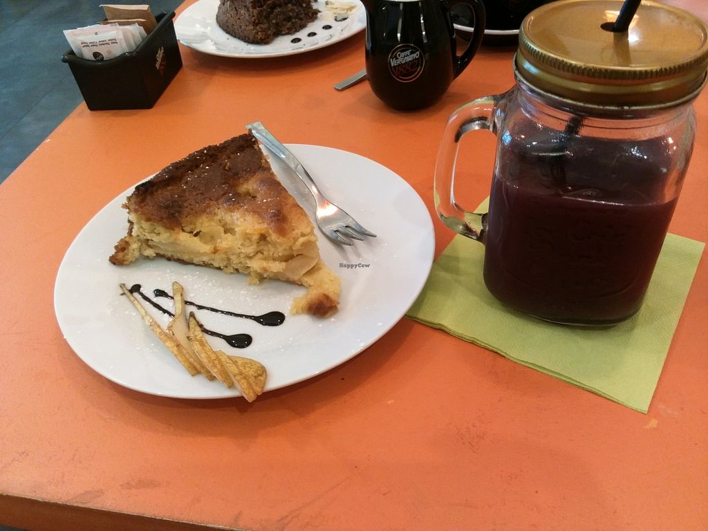 Photo of Terra Terra  by VegeMalice <br/>gateau vegan à l'orange <br/> February 23, 2016  - <a href='/contact/abuse/image/38557/137420'>Report</a>