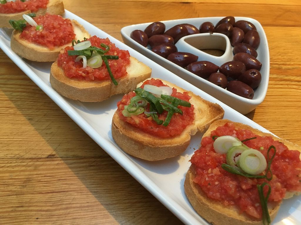 "Photo of Konoba Mareta  by <a href=""/members/profile/AnikaSch%C3%A4fer"">AnikaSchäfer</a> <br/>Bruschetta and olives <br/> July 27, 2017  - <a href='/contact/abuse/image/38642/285397'>Report</a>"