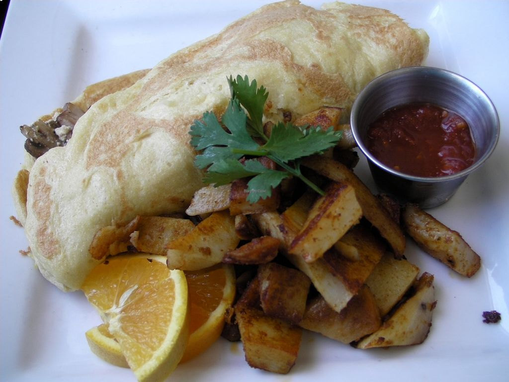 Photo of Wild Leek  by lilo <br/>The 'Nom'let (vegan omelette with potatoes) <br/> August 19, 2015  - <a href='/contact/abuse/image/38899/114351'>Report</a>