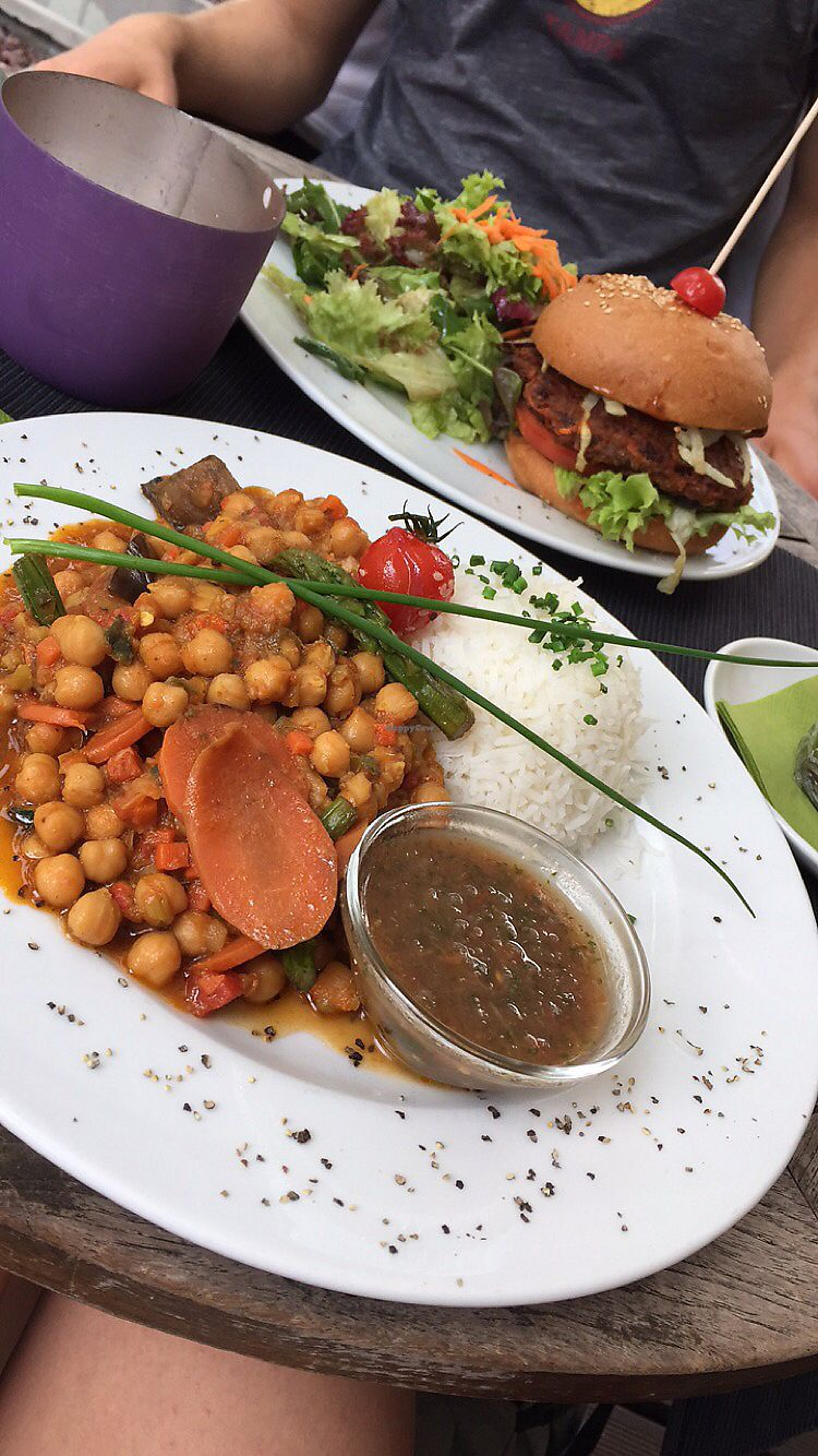 "Photo of Ginkgo  by <a href=""/members/profile/AnnaEmi"">AnnaEmi</a> <br/>chickpea curry + vegan burger  <br/> December 3, 2017  - <a href='/contact/abuse/image/39083/331884'>Report</a>"