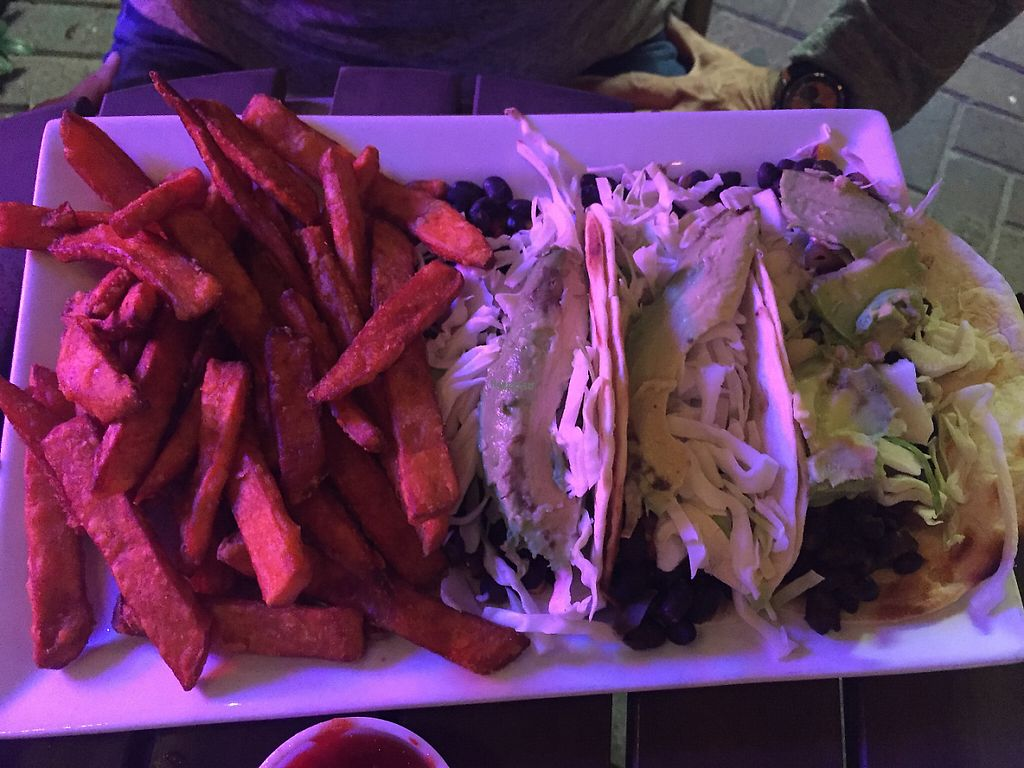 "Photo of Ballyhoo's  by <a href=""/members/profile/Lavendel229"">Lavendel229</a> <br/>Tacos mit Süßkartoffelfritten <br/> January 29, 2017  - <a href='/contact/abuse/image/39209/219321'>Report</a>"