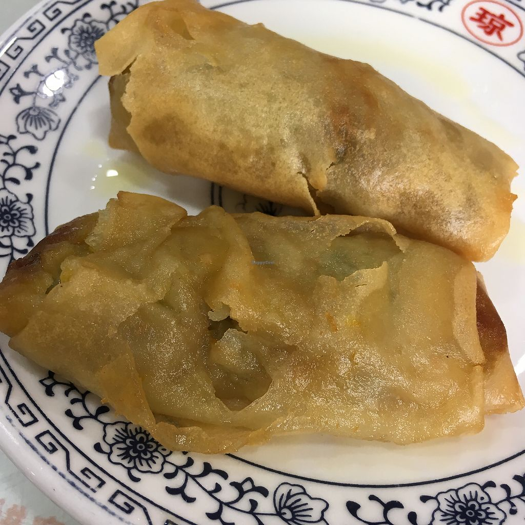 "Photo of Songyuelou  by <a href=""/members/profile/SuBravo"">SuBravo</a> <br/>spring rolls, nice but very oily <br/> July 25, 2017  - <a href='/contact/abuse/image/3925/284737'>Report</a>"