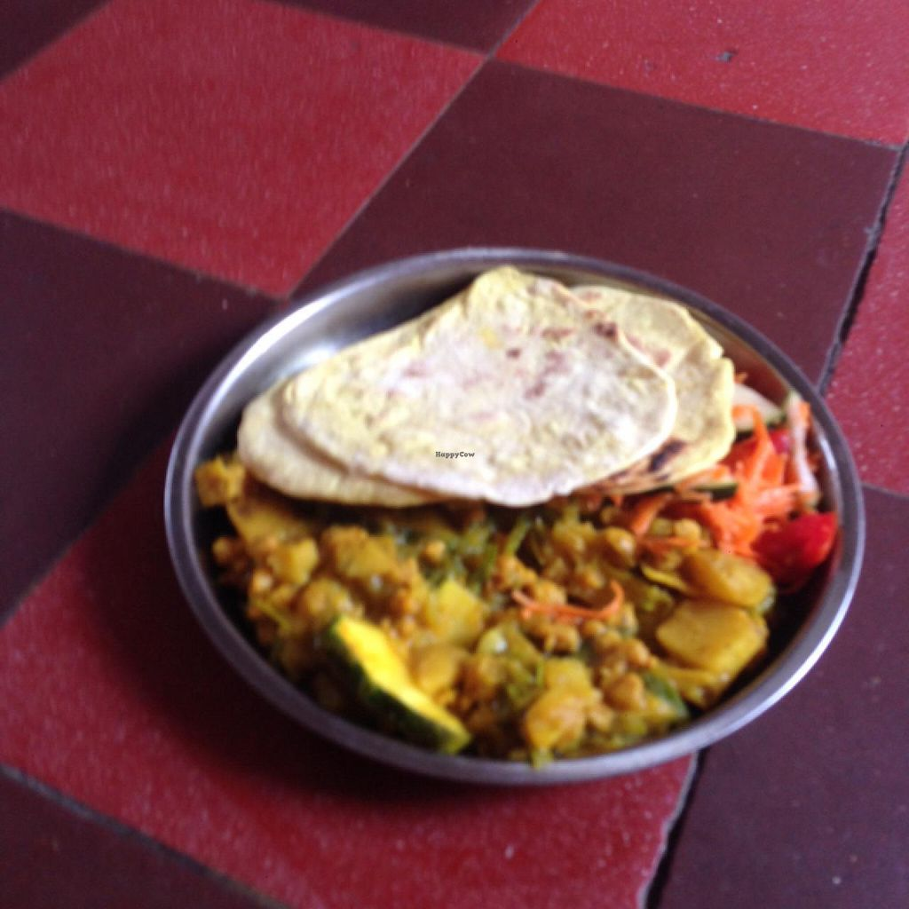 """Photo of Santuario del Yoga  by <a href=""""/members/profile/GlobalVegan"""">GlobalVegan</a> <br/>curry, bread and salad <br/> March 30, 2015  - <a href='/contact/abuse/image/39575/97391'>Report</a>"""