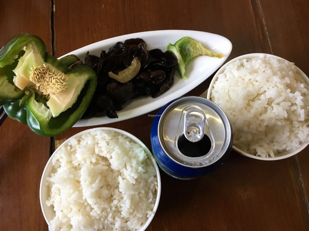 """Photo of Yun Lai Ji  by <a href=""""/members/profile/Plantriotic"""">Plantriotic</a> <br/>my meal. boil edmushrooms  <br/> June 1, 2017  - <a href='/contact/abuse/image/39910/264712'>Report</a>"""