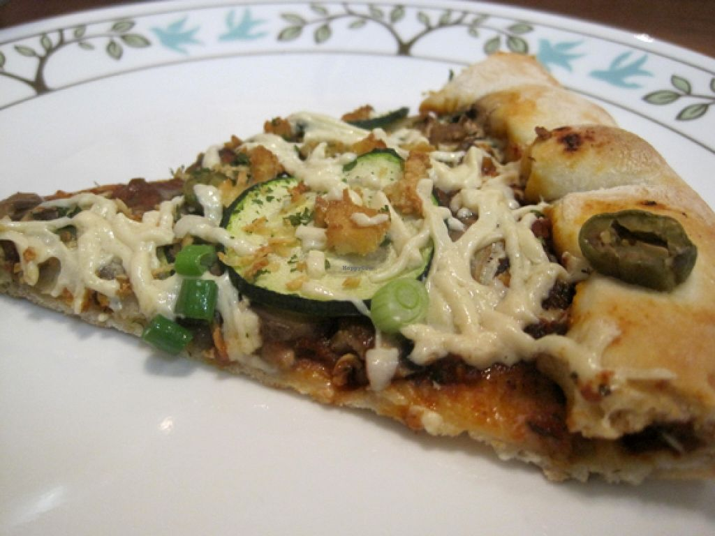 "Photo of Vegan Rapide - Sherbrooke  by <a href=""/members/profile/Babette"">Babette</a> <br/>Mosaïque pizza with zucchini, green peppers, mushrooms, green olives, green onions and Daiya cheese. Pretty good <br/> January 17, 2016  - <a href='/contact/abuse/image/39990/132775'>Report</a>"
