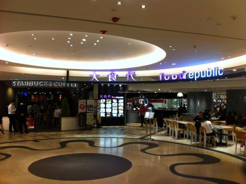 """Photo of Yi Tian Yi Su - Taiguhui  by <a href=""""/members/profile/Jrosworld"""">Jrosworld</a> <br/>The entrance to the food court <br/> November 13, 2014  - <a href='/contact/abuse/image/40448/85515'>Report</a>"""