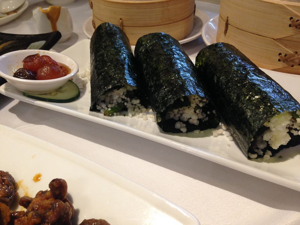"""Photo of Yang Shin  by <a href=""""/members/profile/bruixa86"""">bruixa86</a> <br/>Nori roll filled with green beans and rice pops <br/> February 24, 2017  - <a href='/contact/abuse/image/40730/229966'>Report</a>"""