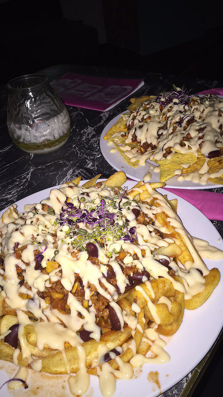 "Photo of Chaostheorie  by <a href=""/members/profile/Toristales"">Toristales</a> <br/>chilli cheese fries = life <br/> August 30, 2017  - <a href='/contact/abuse/image/40825/298888'>Report</a>"