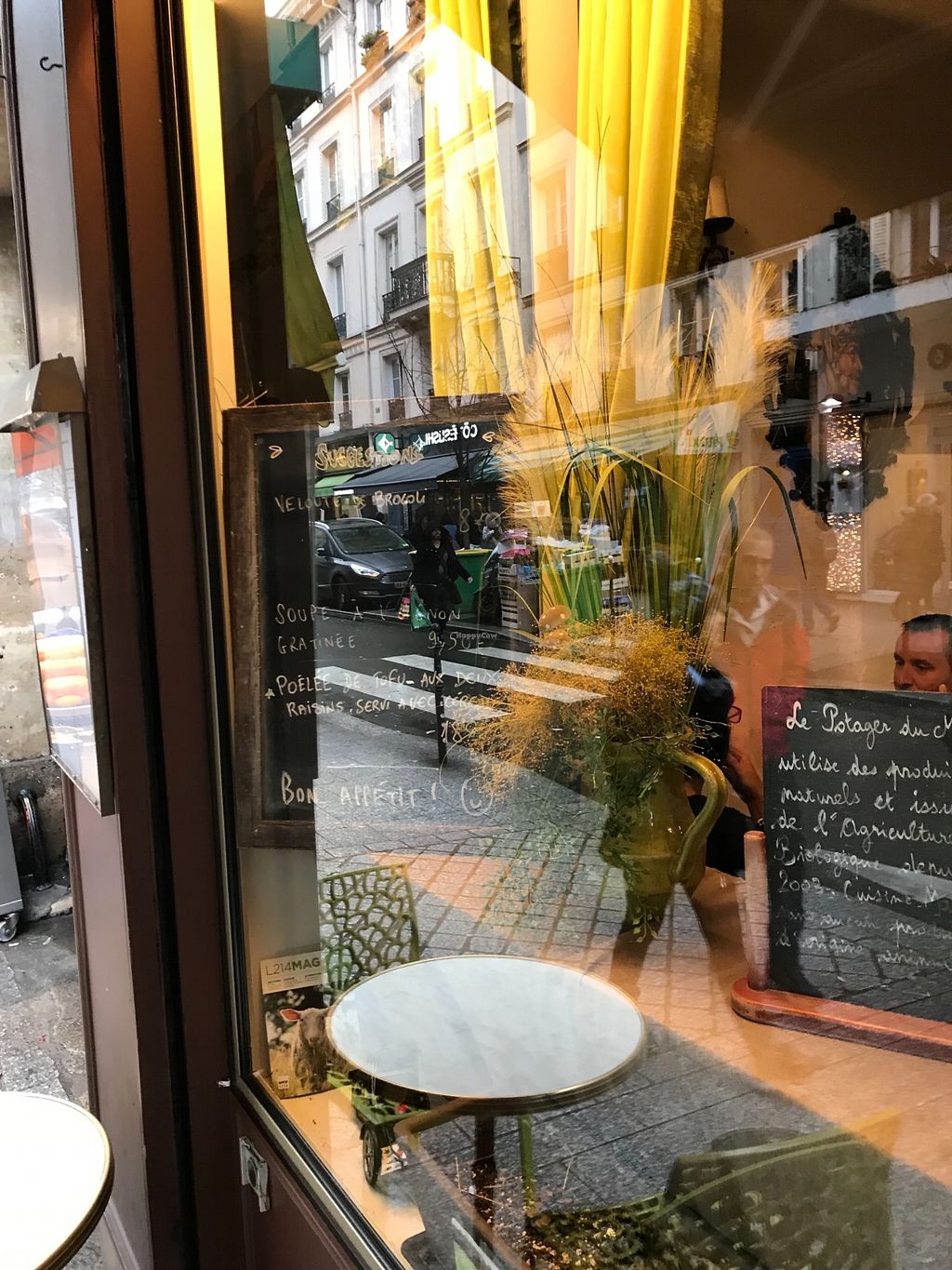 """Photo of Le Potager du Marais  by <a href=""""/members/profile/TARAMCDONALD"""">TARAMCDONALD</a> <br/>Outside seating <br/> December 31, 2017  - <a href='/contact/abuse/image/4106/341117'>Report</a>"""