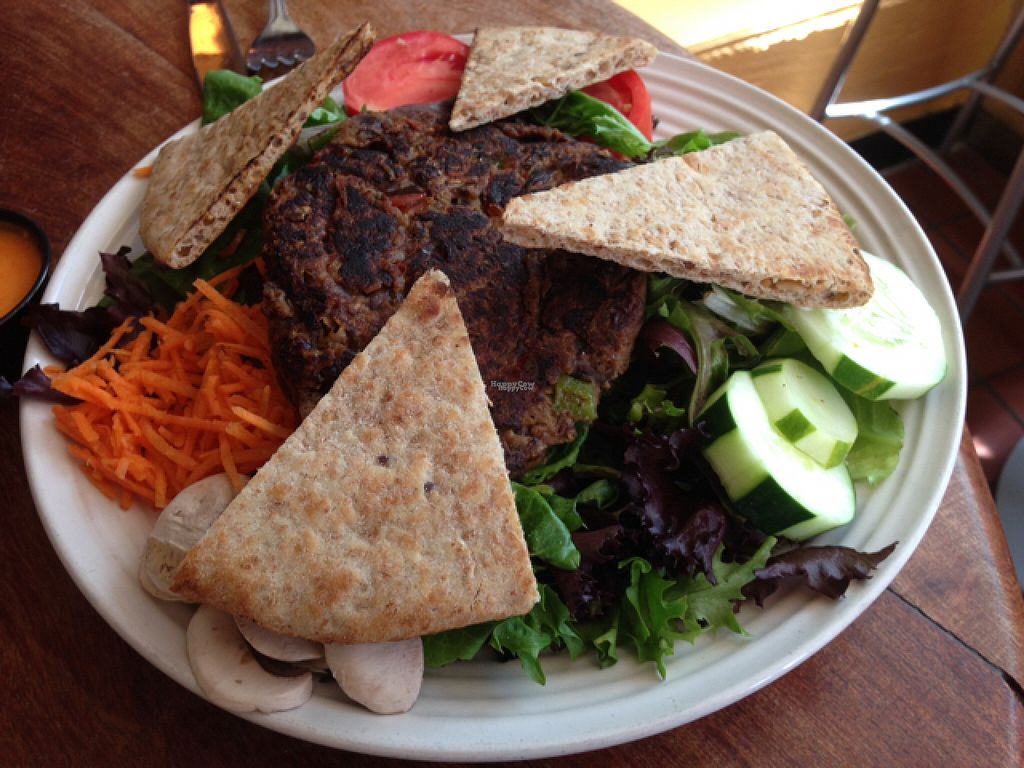 """Photo of Cafe Con Leche  by <a href=""""/members/profile/Jamie%20Roberts"""">Jamie Roberts</a> <br/>Veggie burger salad! <br/> August 11, 2016  - <a href='/contact/abuse/image/41080/167734'>Report</a>"""