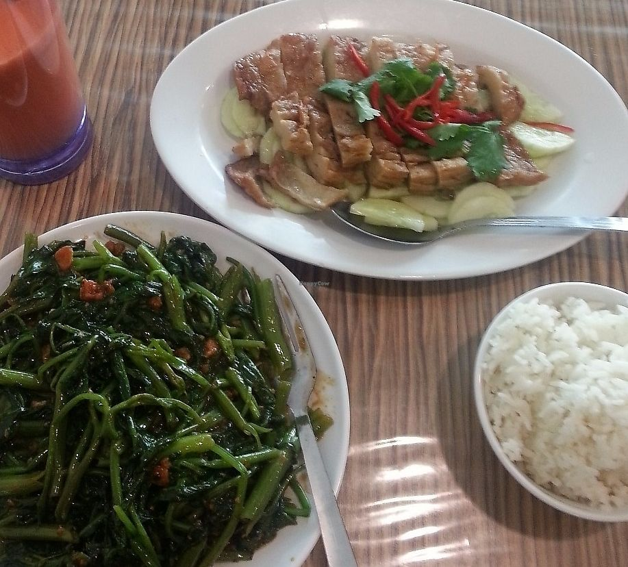 """Photo of Yuet Sum Hin  by <a href=""""/members/profile/Satrai"""">Satrai</a> <br/>KangKong and steamed chicken <br/> September 1, 2016  - <a href='/contact/abuse/image/41111/268655'>Report</a>"""