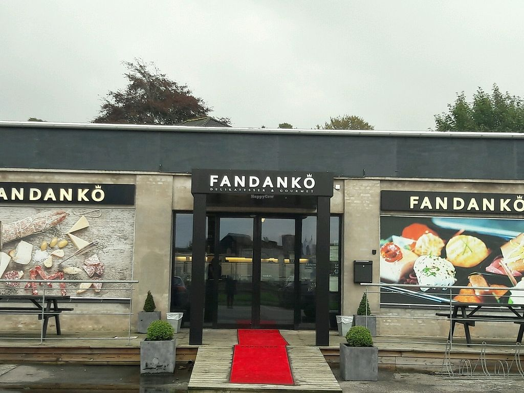 "Photo of Fandanko  by <a href=""/members/profile/piffelina"">piffelina</a> <br/>Store font  <br/> September 7, 2017  - <a href='/contact/abuse/image/41197/301763'>Report</a>"