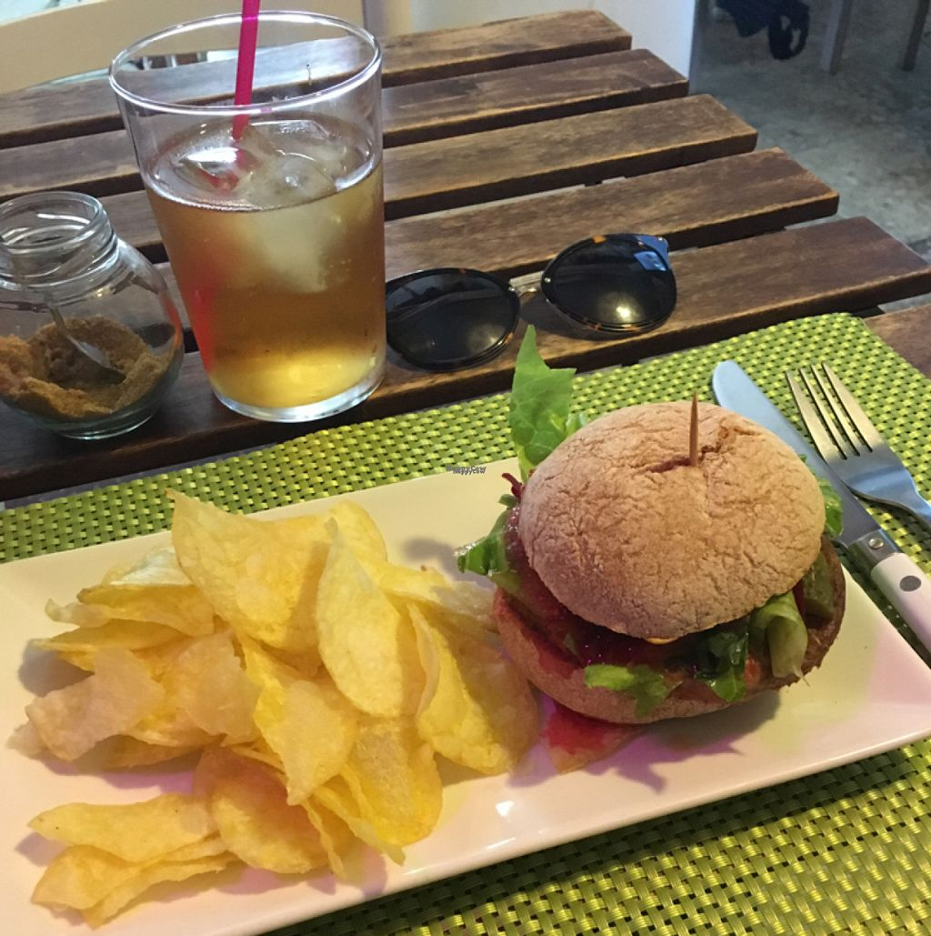 """Photo of CLOSED: Cafe El Mar + Tiendita BioVerde  by <a href=""""/members/profile/Emmiu"""">Emmiu</a> <br/>Burger <br/> August 7, 2016  - <a href='/contact/abuse/image/41215/166691'>Report</a>"""
