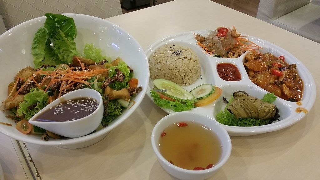 """Photo of Idealite - Jalan Gottlieb  by <a href=""""/members/profile/Rosa%20veg"""">Rosa veg</a> <br/>Set lunch menu  <br/> April 21, 2017  - <a href='/contact/abuse/image/41604/250561'>Report</a>"""