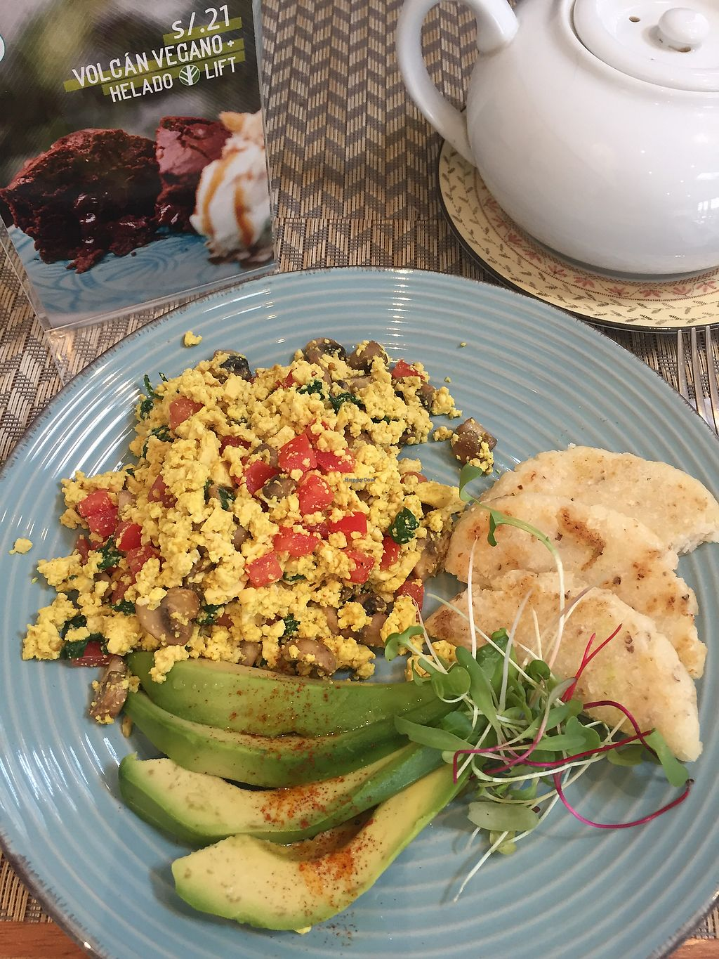 "Photo of Raw Cafe - Independencia  by <a href=""/members/profile/Dianebg"">Dianebg</a> <br/>Scrambled tofu, avocado and corn bread  <br/> November 10, 2017  - <a href='/contact/abuse/image/41640/324024'>Report</a>"