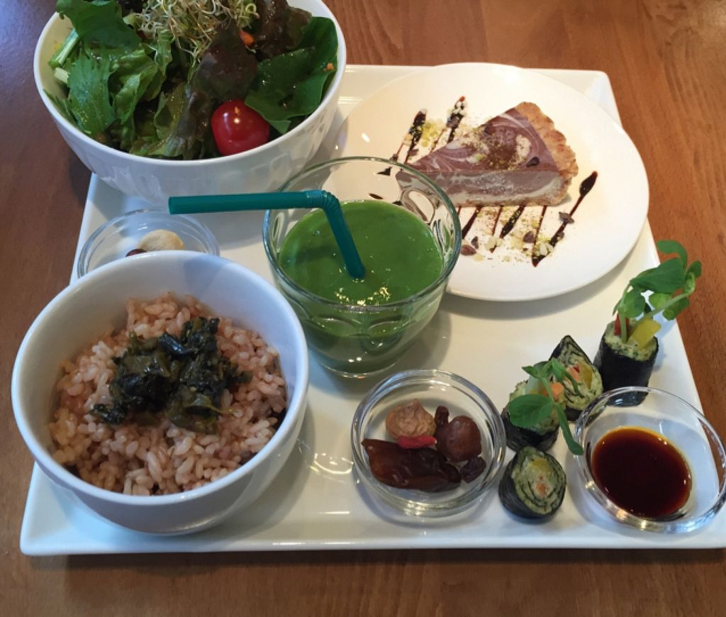 Photo of Raw Food Lohas  by MelZelda <br/>Detox Plate <br/> October 19, 2015  - <a href='/contact/abuse/image/41685/121896'>Report</a>
