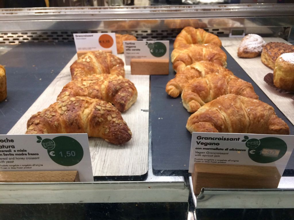 """Photo of Chef Express  by <a href=""""/members/profile/FatTonyBMX"""">FatTonyBMX</a> <br/>Vegan carrot cake and croissant, and vegetarian croissant. ingredients listed in English. (Non vegan because of honey.) <br/> February 17, 2017  - <a href='/contact/abuse/image/41694/227567'>Report</a>"""