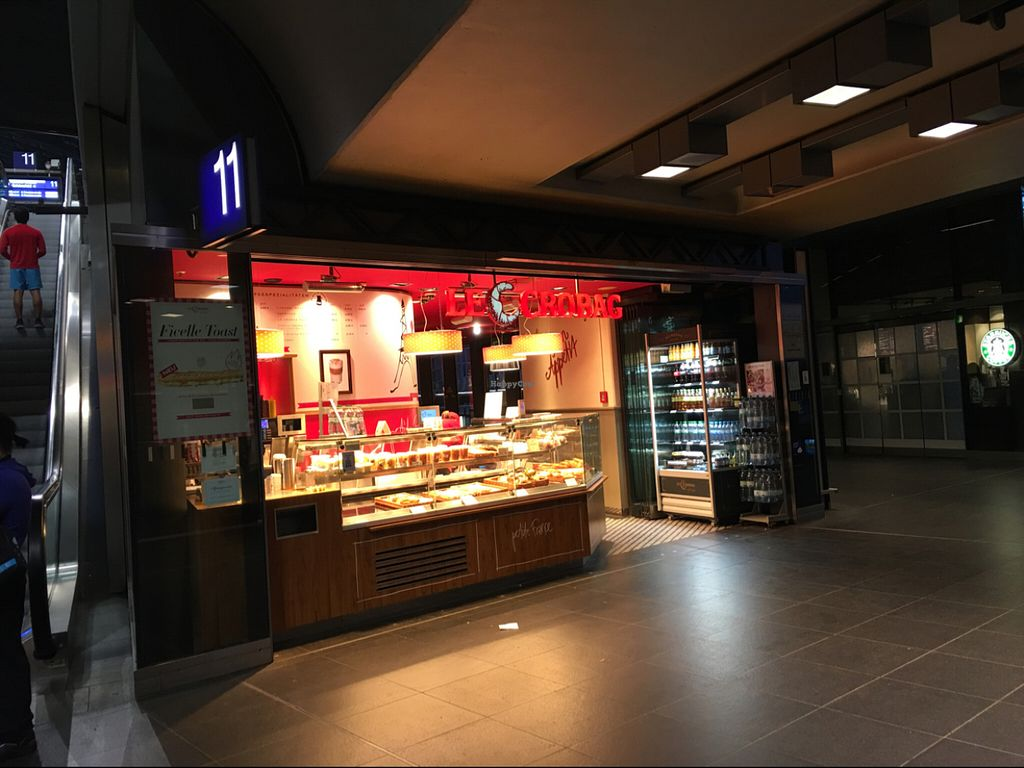 """Photo of Le Crobag - Hauptbahnhof  by <a href=""""/members/profile/marky_mark"""">marky_mark</a> <br/>store front <br/> July 14, 2016  - <a href='/contact/abuse/image/41714/159868'>Report</a>"""