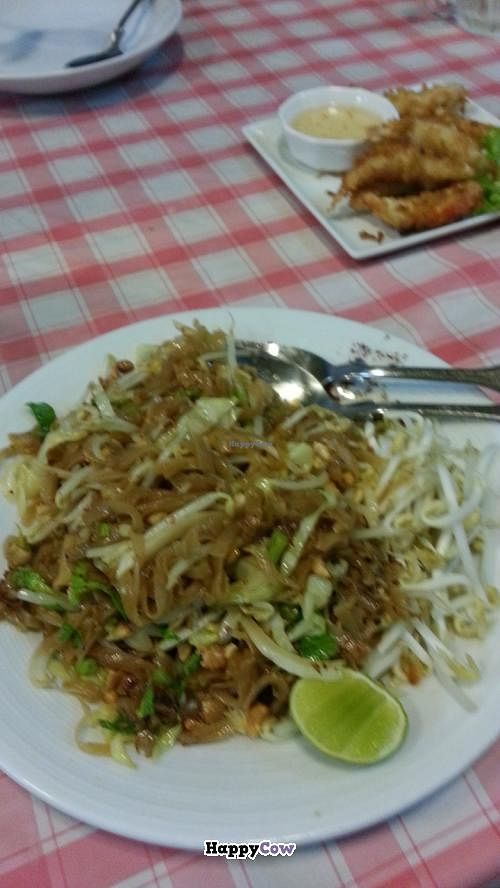 Photo of Kaow Jiaw  by jhon108 <br/>pad thai <br/> September 19, 2013  - <a href='/contact/abuse/image/41781/55255'>Report</a>