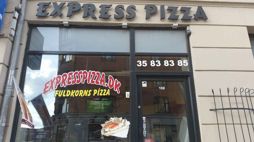 """Photo of Express Pizza  by <a href=""""/members/profile/konlish"""">konlish</a> <br/>Outside the Pizza place <br/> April 6, 2015  - <a href='/contact/abuse/image/41789/98068'>Report</a>"""