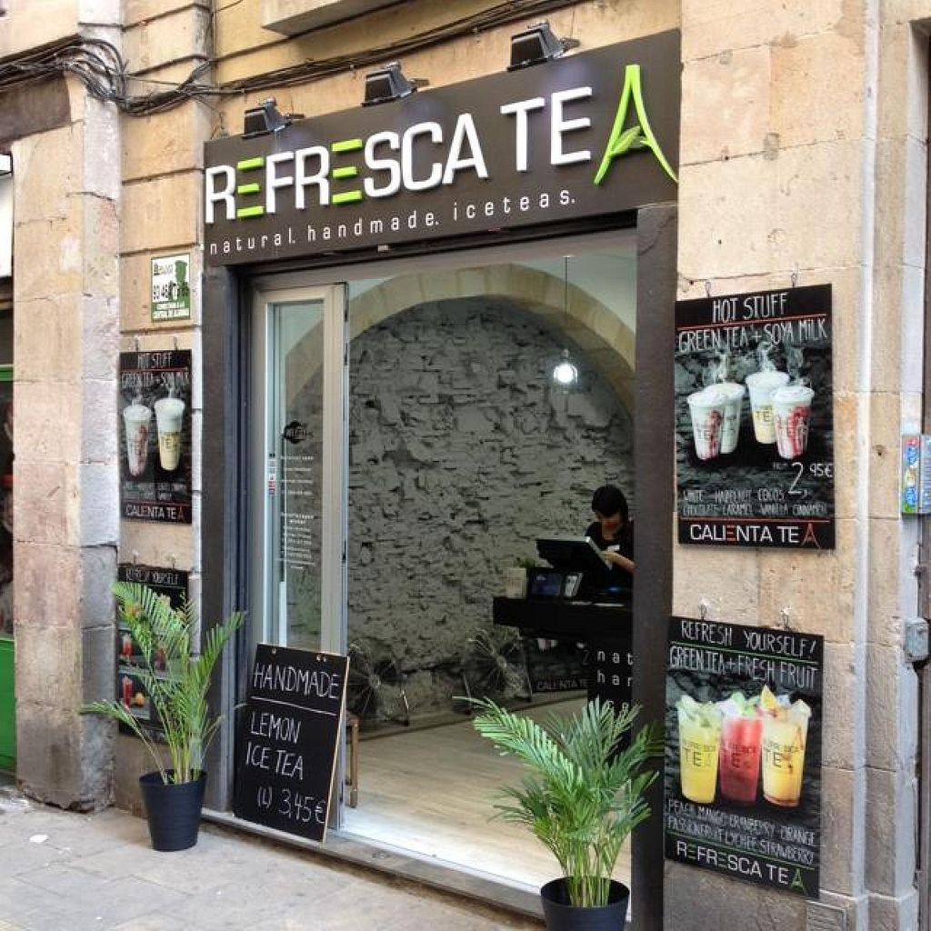 """Photo of Refresca Tea - El Born  by <a href=""""/members/profile/hack_man"""">hack_man</a> <br/>Outside <br/> April 12, 2014  - <a href='/contact/abuse/image/41948/67529'>Report</a>"""