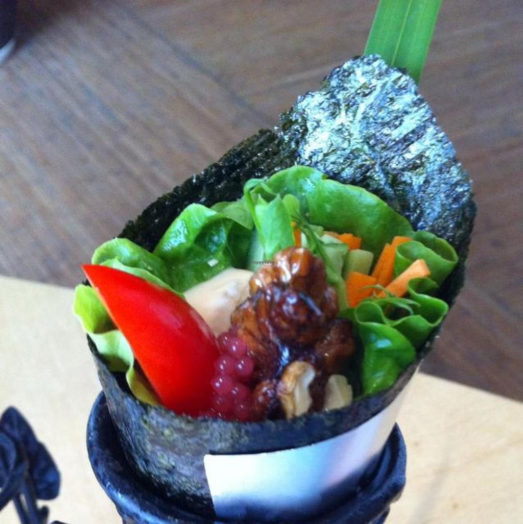 "Photo of Pu Ti Su - Bodhi Vegetarian - Xingyuehui  by <a href=""/members/profile/Alice%20Giusto"">Alice Giusto</a> <br/>raw seaweed roll  <br/> April 2, 2014  - <a href='/contact/abuse/image/42078/66859'>Report</a>"