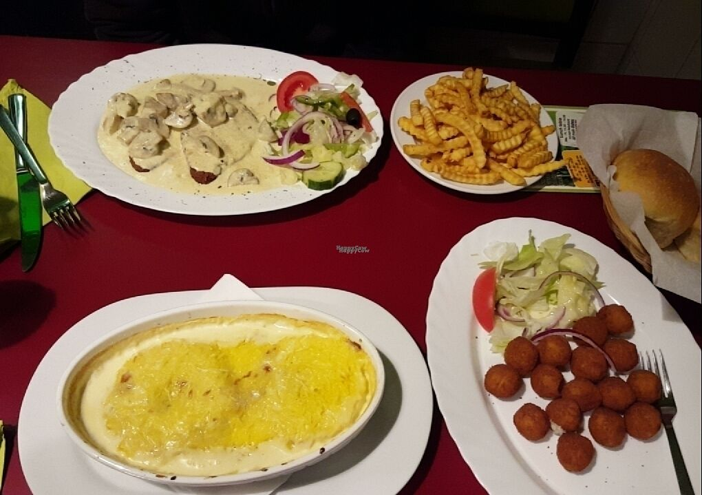 """Photo of Veggie House  by <a href=""""/members/profile/SiarnEngels"""">SiarnEngels</a> <br/>Veggie house Schnitzel, Hawaiian schnitzel and sides <br/> October 25, 2016  - <a href='/contact/abuse/image/42283/184412'>Report</a>"""