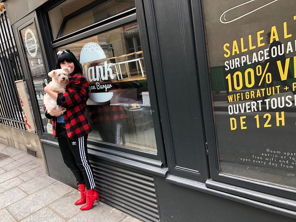 "Photo of Hank Vegan Burger  by <a href=""/members/profile/TARAMCDONALD"">TARAMCDONALD</a> <br/>Yes it's dog friendly too!  <br/> March 11, 2018  - <a href='/contact/abuse/image/42352/369291'>Report</a>"