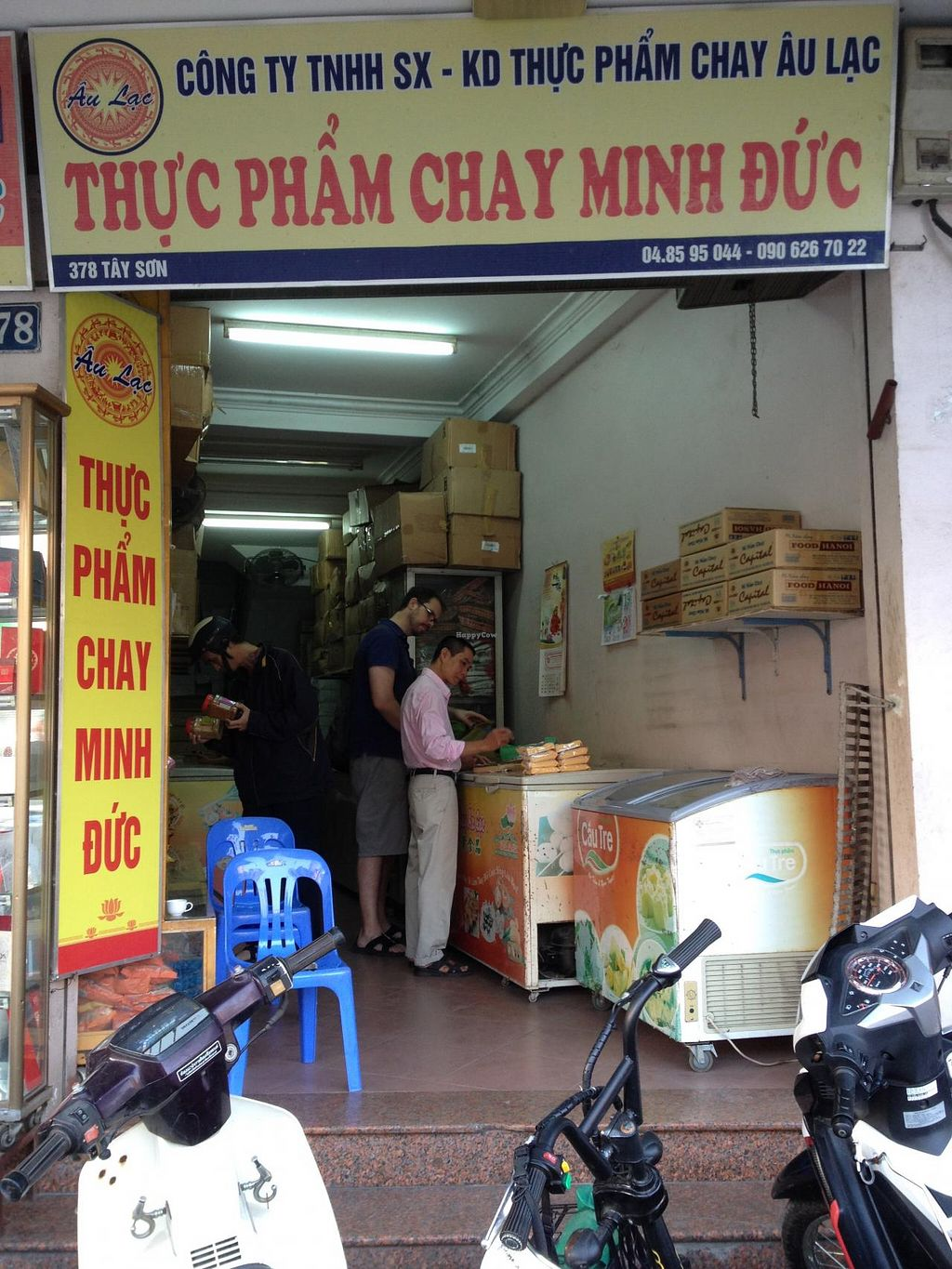 "Photo of Thuc Pham Chay Minh Duc  by <a href=""/members/profile/bonhommesoleil"">bonhommesoleil</a> <br/>Shop front <br/> January 6, 2014  - <a href='/contact/abuse/image/42604/61901'>Report</a>"