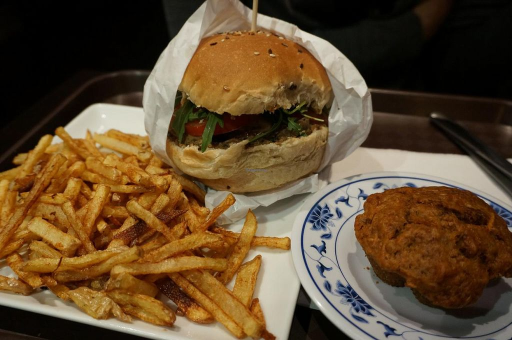 """Photo of VG  by <a href=""""/members/profile/Ricardo"""">Ricardo</a> <br/>Mushroom burger and carrot cake (vegan) <br/> February 28, 2015  - <a href='/contact/abuse/image/42722/94365'>Report</a>"""
