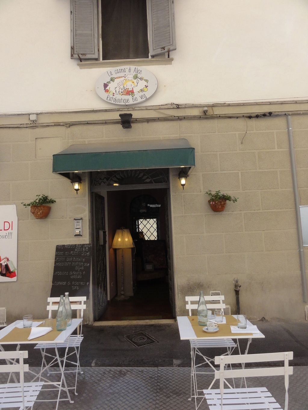 """Photo of La Casina di Alice  by <a href=""""/members/profile/geekpeitsche"""">geekpeitsche</a> <br/>store front <br/> August 18, 2016  - <a href='/contact/abuse/image/42747/169859'>Report</a>"""