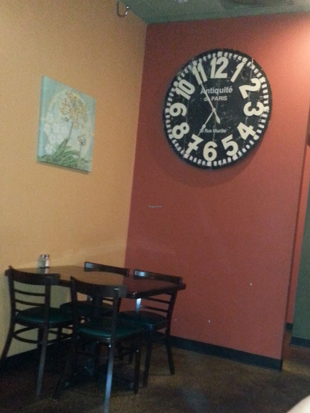 Photo of Green Corner Cafe  by juleslian <br/>Ginormous clock <br/> December 12, 2015  - <a href='/contact/abuse/image/42774/128105'>Report</a>