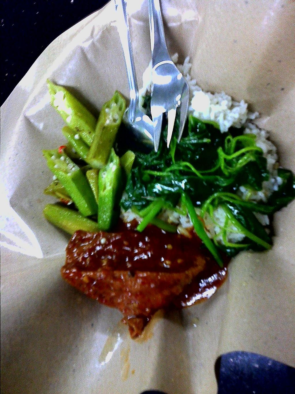 """Photo of Meow Yean Vegetarian  by <a href=""""/members/profile/Grapevine"""">Grapevine</a> <br/>$2 rice with 3 veg. items,it saves on disposable paper  <br/> November 13, 2014  - <a href='/contact/abuse/image/42810/85417'>Report</a>"""