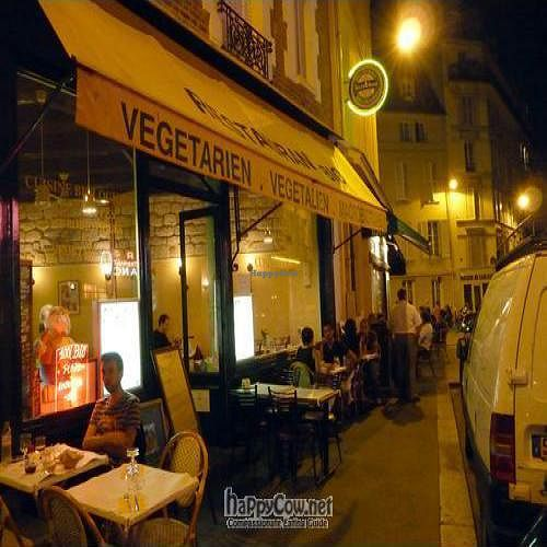 """Photo of CLOSED: Les Cinq Saveurs d'Anada  by <a href=""""/members/profile/sherill"""">sherill</a> <br/>Outside Les Cinq Saveurs d'Anada at night  <br/> May 9, 2009  - <a href='/contact/abuse/image/4285/1886'>Report</a>"""