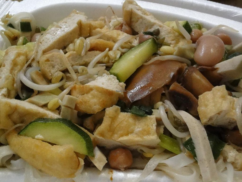 """Photo of Sen Chay  by <a href=""""/members/profile/Tanja%2A"""">Tanja*</a> <br/>Fried noodles with tofu, vegan sausage, shiitake, sprouts and beans <br/> April 11, 2014  - <a href='/contact/abuse/image/42950/67408'>Report</a>"""