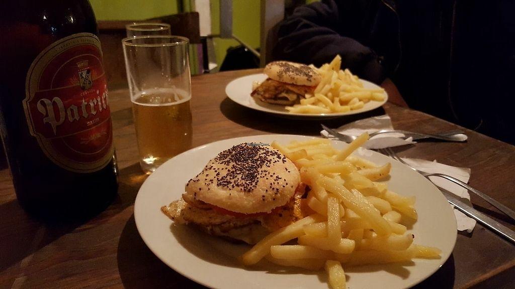 "Photo of Barra 7  by <a href=""/members/profile/Thiago"">Thiago</a> <br/>hamburguesa e chivito vegetarian and a good Patrícia <br/> August 10, 2017  - <a href='/contact/abuse/image/43180/291006'>Report</a>"