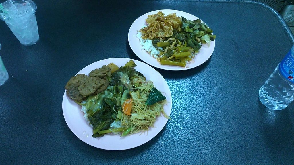 """Photo of Kob Chai 1  by <a href=""""/members/profile/annamolesworth"""">annamolesworth</a> <br/>delicious meals! we asked to try a variety of dishes and this is what we got! <br/> June 5, 2015  - <a href='/contact/abuse/image/43213/104844'>Report</a>"""